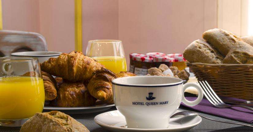 Hôtel Queen Mary - desayuno